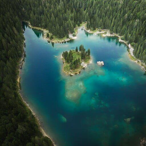 photographie lac montagne drone