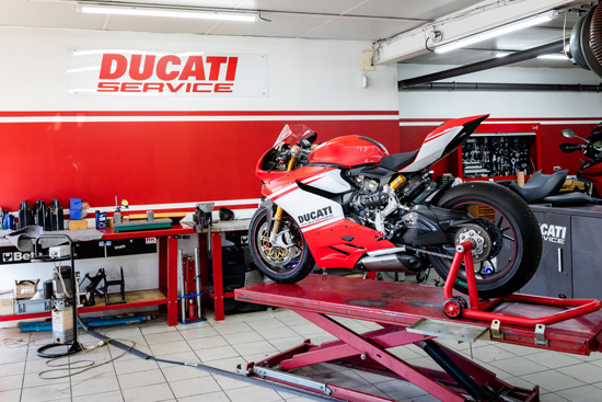 photo magasin atelier mecanique ducati avignon