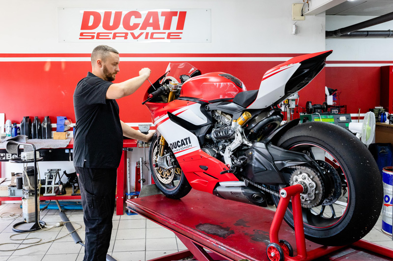photographe atelier mecanique ducati avignon